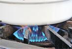 5分たったら、今度は少し火を弱めてさらに3分蒸します。強火と中火の間が目安。
