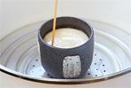 3分たったら火を止めて余熱で1分蒸します。箸で刺して底の玉子が固まりすぎていないのがベスト。