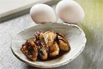 用意する物は、牡蠣の甘辛煮と卵、ダシだけ。カキの甘辛煮はしっかりとした味付けですので、ダシの風味が良く合います!まずはダシ巻きの元を作っておきましょう。