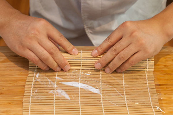 生さんまの棒寿司レシピ5 しっかり巻いていく