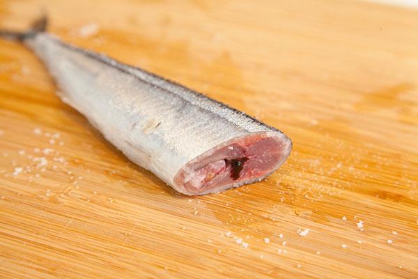 さんま塩焼きレシピ フライパン編5 さんまの内蔵はそのまま残します