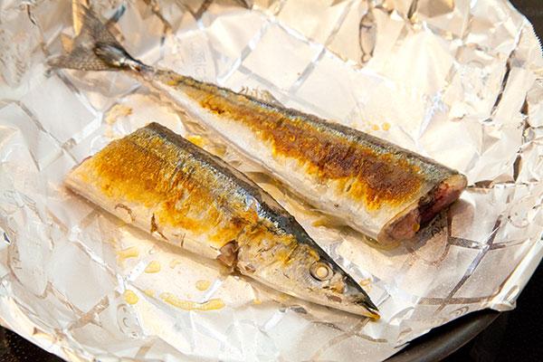 さんま塩焼きレシピ フライパン編9 さんまの表面にまんべんなく焦げ目がついたら焼き上がり