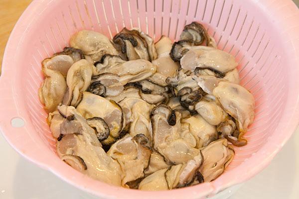 牡蠣の洗い方6 大根おろしが取れたら終了です。