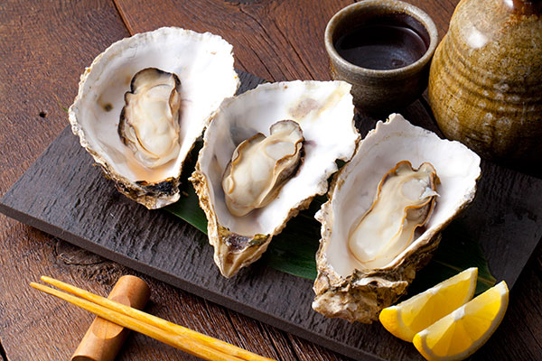 酒蒸し牡蠣8 殻を外したら完成です!鍋で簡単酒蒸し牡蠣をぜひチャレンジしてみてください。