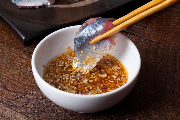 さんまのお刺身にぴったりの薬味レシピ 生姜とネギのゴマポン酢7〜こちらが完成図。さんまのお刺身にたっぷり絡めてお楽しみください〜