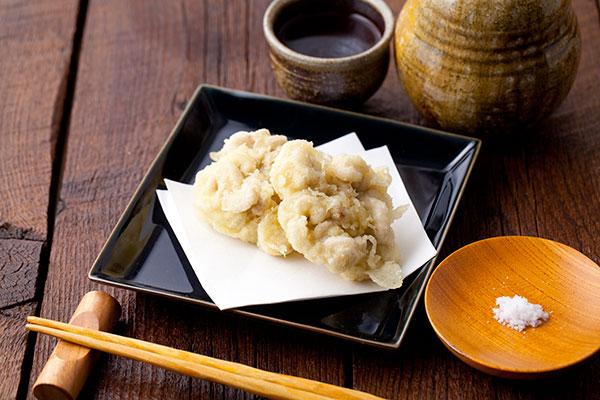 白子の天ぷら7最後にお皿に盛れば完成です。冬の時期にしか味わえない『白子の天ぷら』ぜひお試しくださいませ。