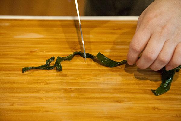 茎わかめも中華風サラダ作り方2