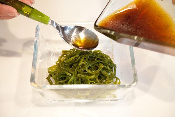 茎わかめも中華風サラダの作り方7