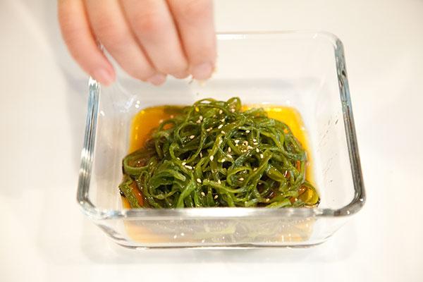 茎わかめも中華風サラダの作り形8