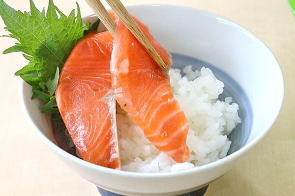 めかぶサーモン丼 レシピ